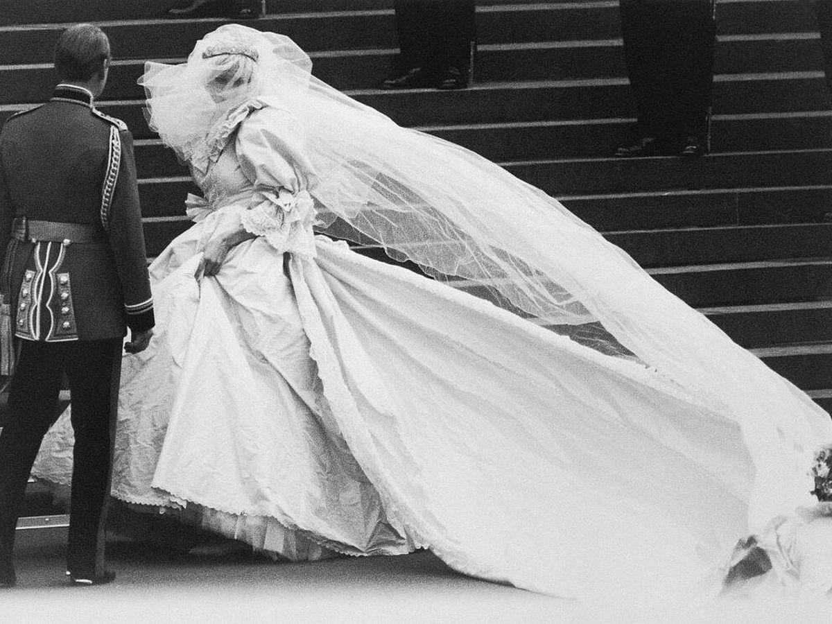 Foto: Lady Diana Spencer, en la entrada a la catedral de San Pablo. (Getty)