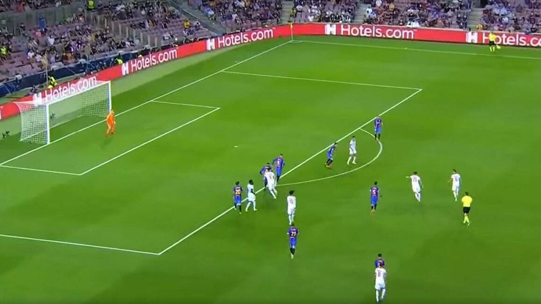 Thomas Müller dispara sin oposición en el 0-1 a pesar de la poblada defensa culé. (Movistar +)