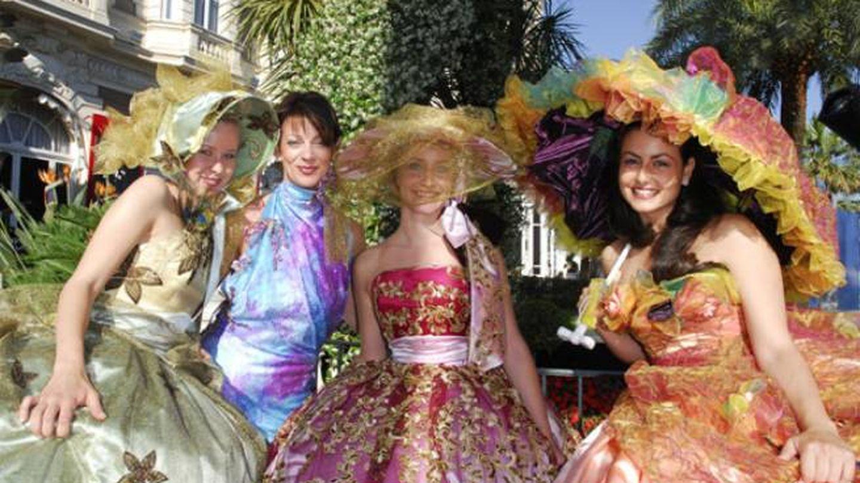 La modista Aline Buffet (segunda por la izquierda) en una imagen de archivo. (Fuente: Alinebuffet.com)