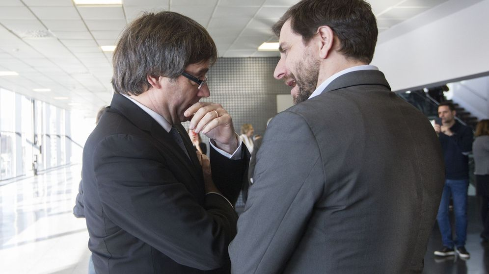 Foto: El expresidente de la Generalitat, Carles Puigdemont, junto al 'exconseller' de Salud, Toni Comín. (Efe)