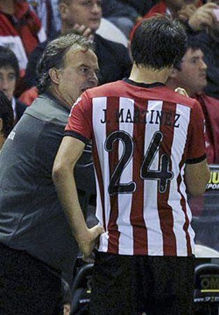 Foto: Javi Martínez sueña con volver al centro del campo pero Bielsa le quiere de central