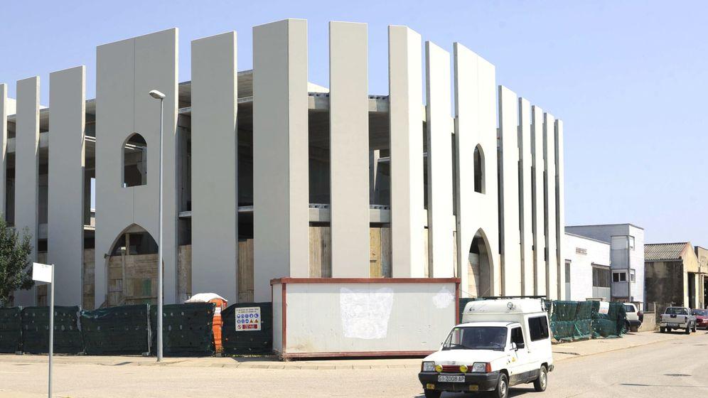 Foto: Mezquita de Salt, Girona, durante su construcción. (EFE)