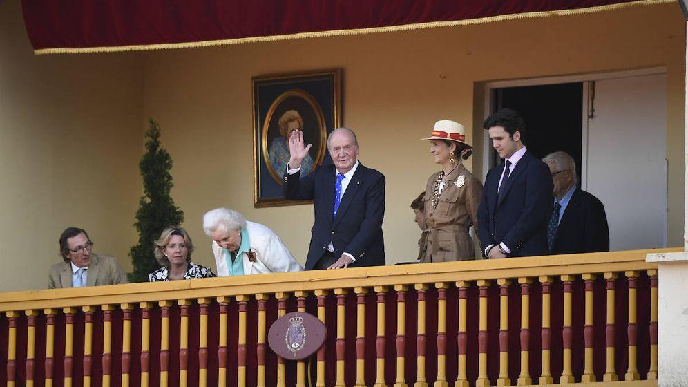 Foto: El rey Juan Carlos junto a su familia en Aranjuez. (Limited Pictures)