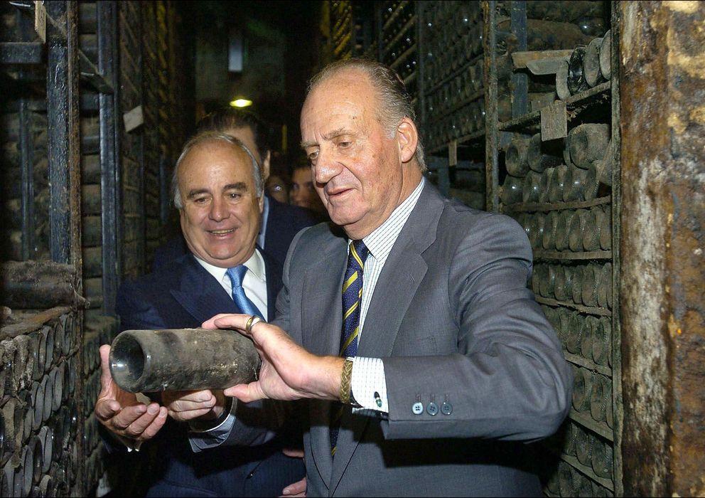 Foto: El Rey don Juan Carlos en una imagen de archivo en una bodega en 2006 (Gtres)