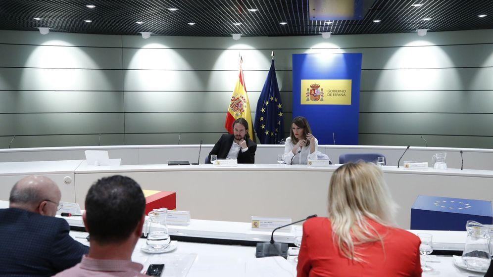 Foto: Pablo Iglesias y Yolanda Díaz en la reunión con los sindicatos agrarios. (EFE)