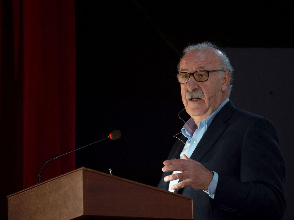 Foto: Del Bosque dando una charla en marzo. (EFE)