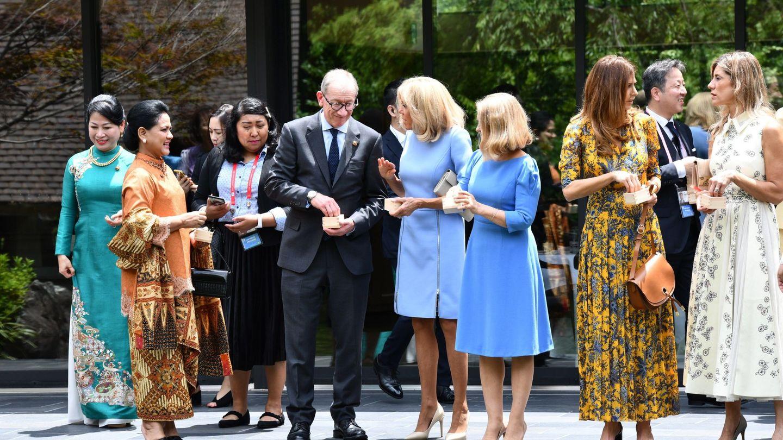 Begoña Gómez posa con las primeras damas en Osaka con motivo de la cumbre del G20. (EFE)