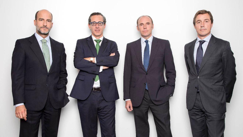 azValor hace propósito de enmienda y confía en las materias primas para mejorar en 2018