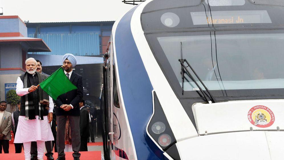 Foto: Inauguración del tren este viernes por el primer ministro de la India. (Reuters)