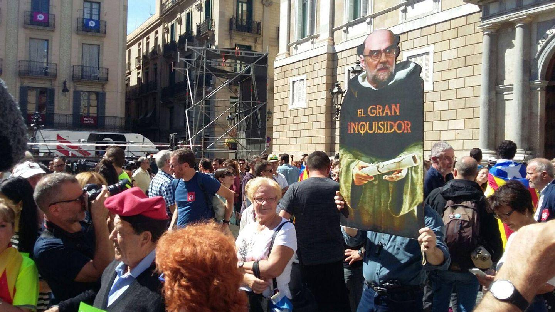 La protesta en la Plaza de San Jaime. (Foto: Rafa Méndez)