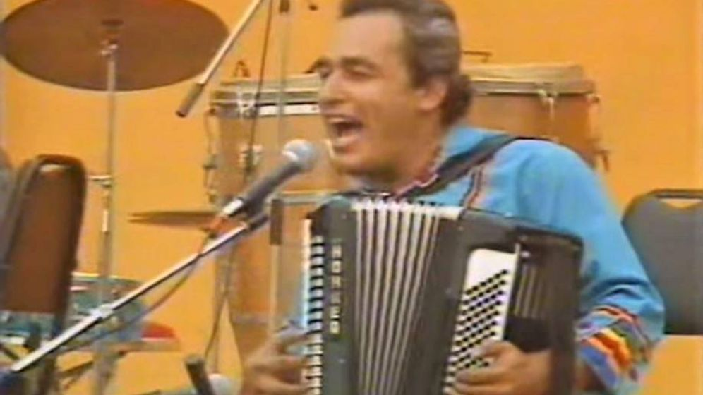 Foto: Carlos Mejía Godoy en una actuación de 1983.