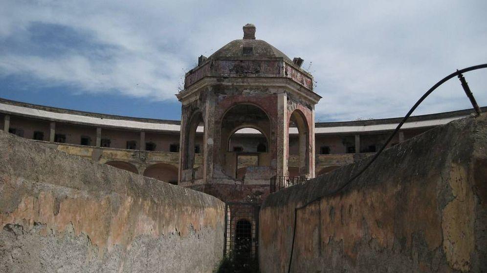 Foto: Imagen de unos de los edificios utilizados a modo de prisión de Pandataria (Flickr/Marzia Bisognin)