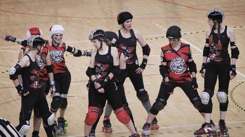 Las gatas madrileñas del roller derby: punk, golpes y autogestión sobre patines