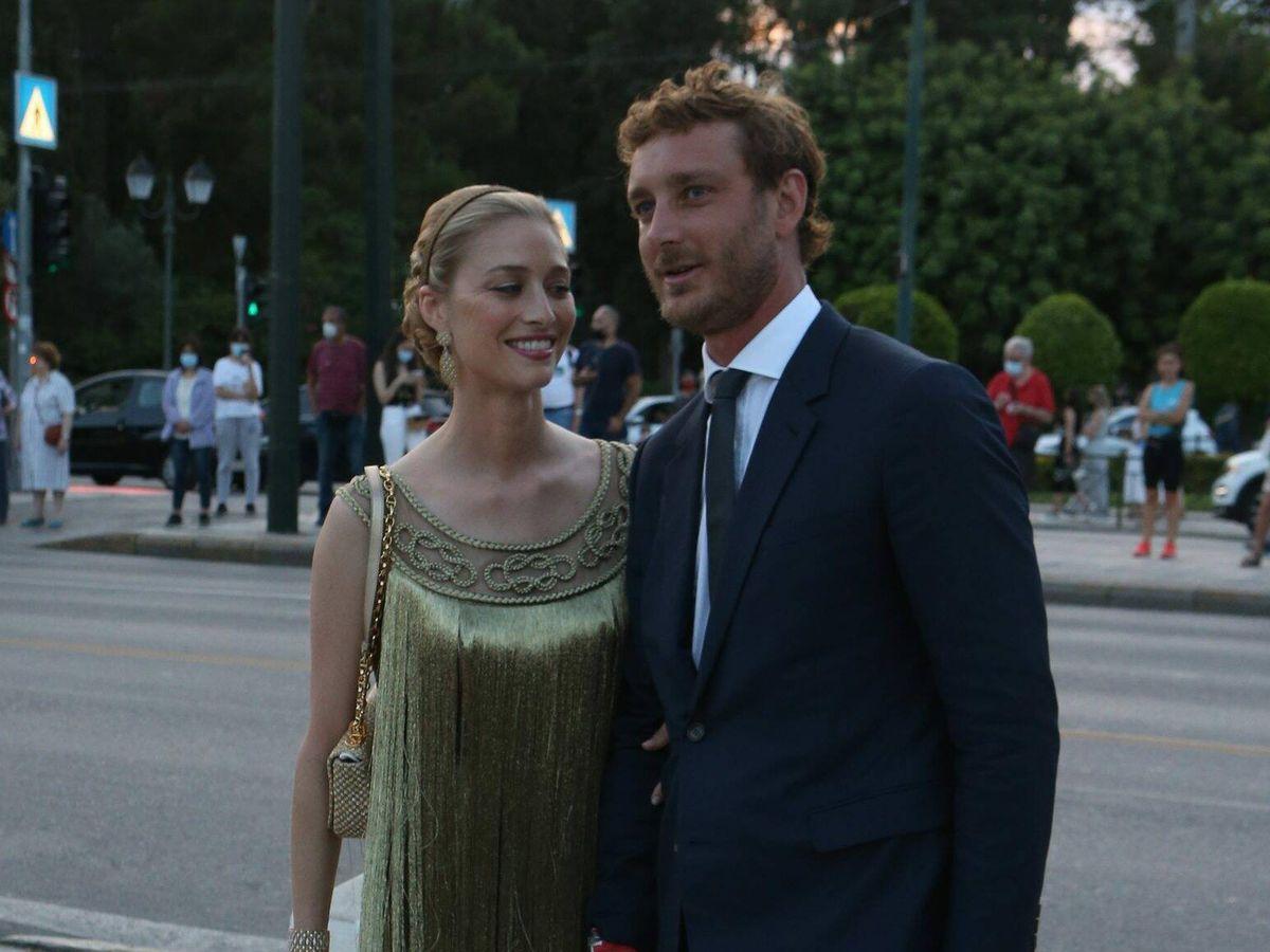 Foto: Beatrice Borromeo, de dorado junto a su marido, Pierre Casiraghi. (CP)
