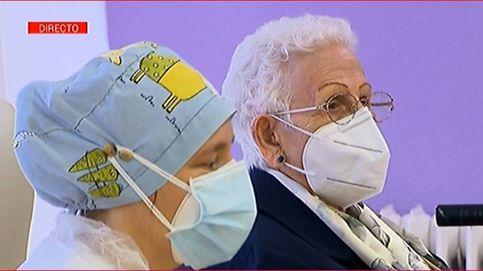 Araceli y Mónica, las dos primeras españolas vacunadas.