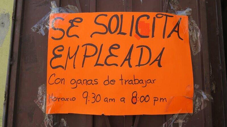 Cartel de empleo en México. (J.B.)