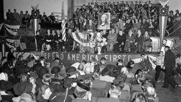 Foto: Discurso de Charles Lindberg en un mitin de America First Comittee. (Wikipedia)
