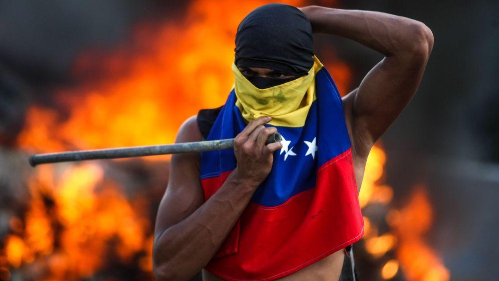 Foto: Un hombre participa en una manifestación contra el Gobierno venezolano. (EFE)