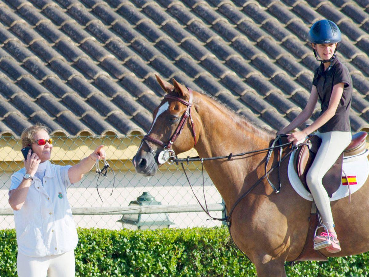 Foto: La infanta Elena y Victoria Federica. (Getty)