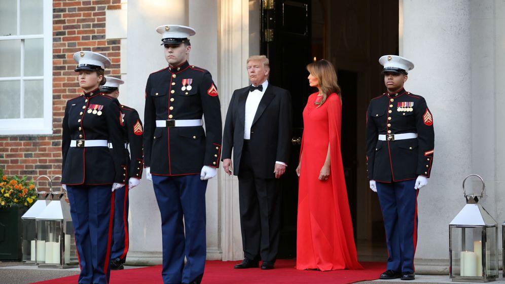 Foto: Melania y Donald Trump esperan al príncipe de Gales. (Reuters)