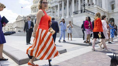 Kyrsten Sinema, la política americana que ha revolucionado la moda en Estados Unidos