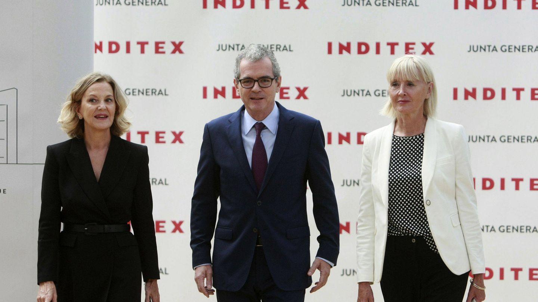 Flora Pérez, Pablo Isla y Denise Kingsmill, en una junta de accionistas. (EFE)