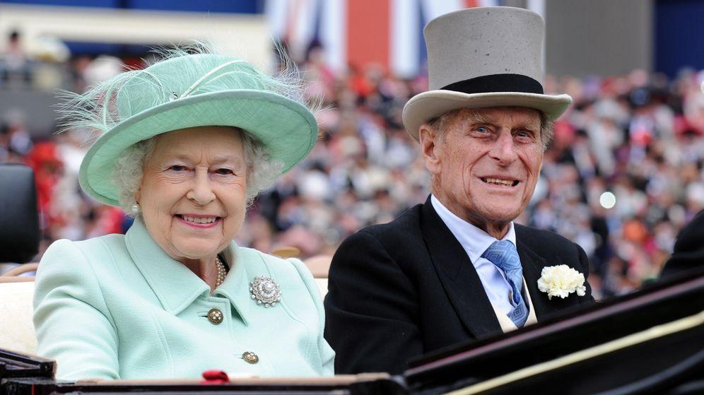 Foto: La reina Isabel y el duque de Edimburgo, en una imagen de archivo. (EFE)