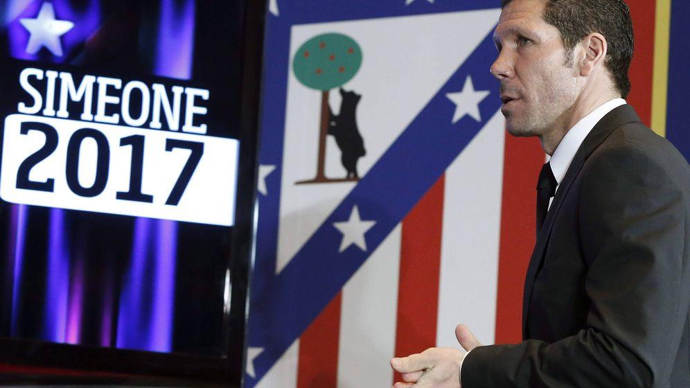 Foto: Simeone, el día que se oficializó su continuidad hasta 2017 con un contrato con 'trampa' (EFE)