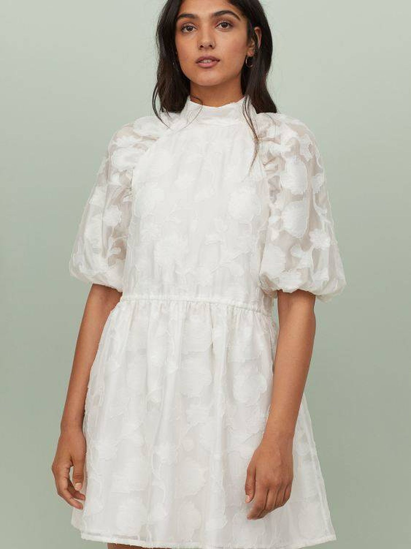 El vestido en color blanco. (Cortesía)
