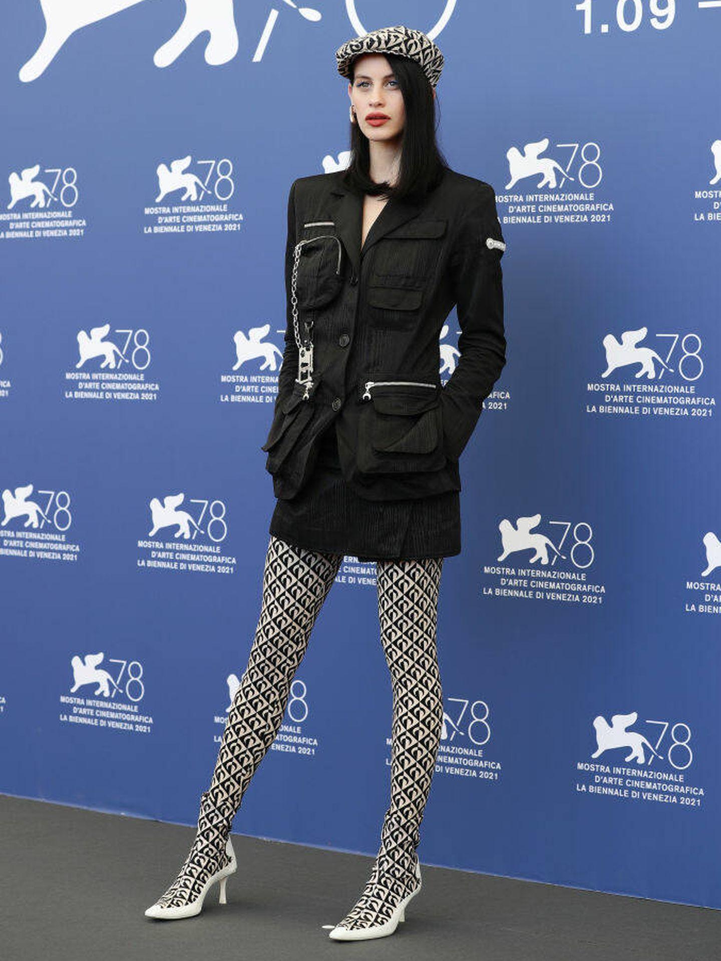 Milena Smit, en el photocall de la rueda de prensa en el Festival de Venecia. (Getty)