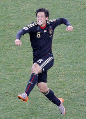 Özil se salió con la suya en un traspaso que hace más vieja la Bundesliga