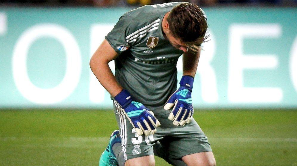 Foto: Luca Zidane, de rodillas, durante el partido que jugó en Villarreal la última temporada en Liga. (Efe)