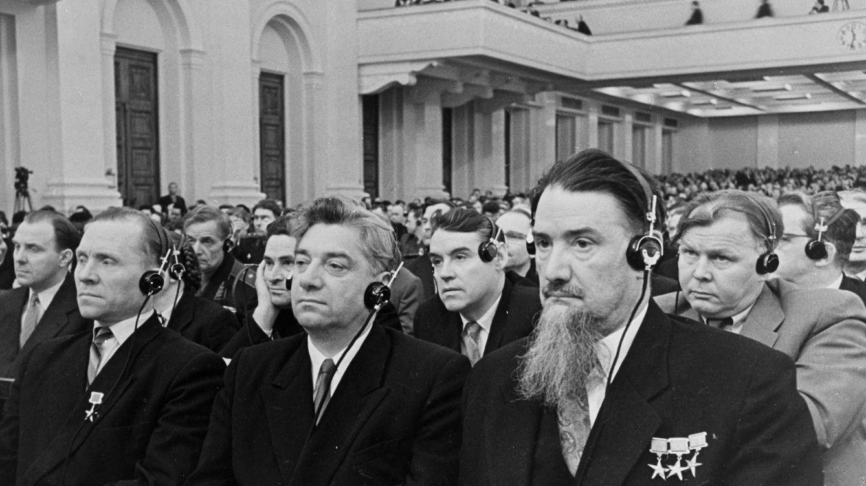 Foto: Kurchátov (primer plano) en 1959, un año antes de su muerte. (Cordon Press)