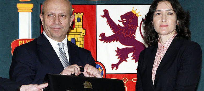 Foto: El ministro de Cultura Wert, junto a la exministra de la misma cartera, Ángeles Sinde