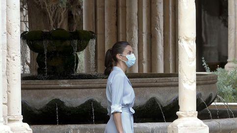 Letizia luce en su visita a Cataluña el vestido camisero definitivo del verano