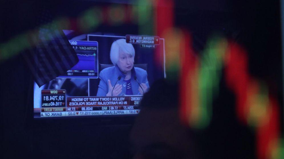 Foto: La presidenta de la Reserva Federal (Fed) de EEUU, Janet Yellen, en las pantallas de la bolsa de Nueva York. (EFE)