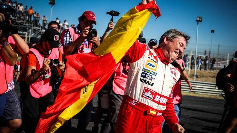 Foto: Antonio Albacete, tras su última victoria en Zolder, (Bélgica) tras lograr la 'pole' y vuelta rápida.