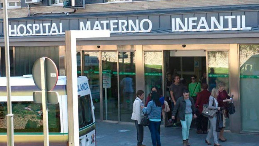 Foto: Entrada al Hospital maternal de Granada. (EFE)