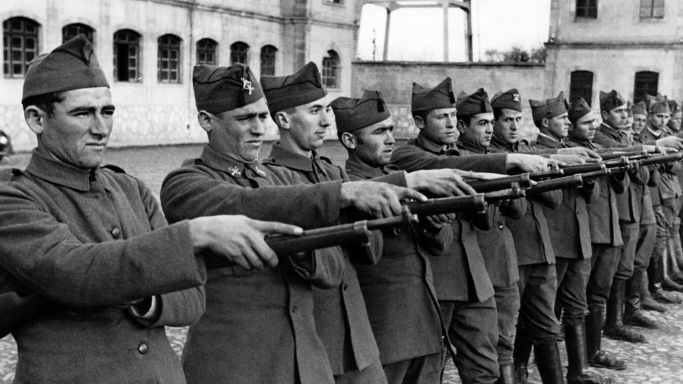 Foto: Nuevos reclutas del bando rebelde, en Salamanca, febrero de 1937. (Berliner Verlag)