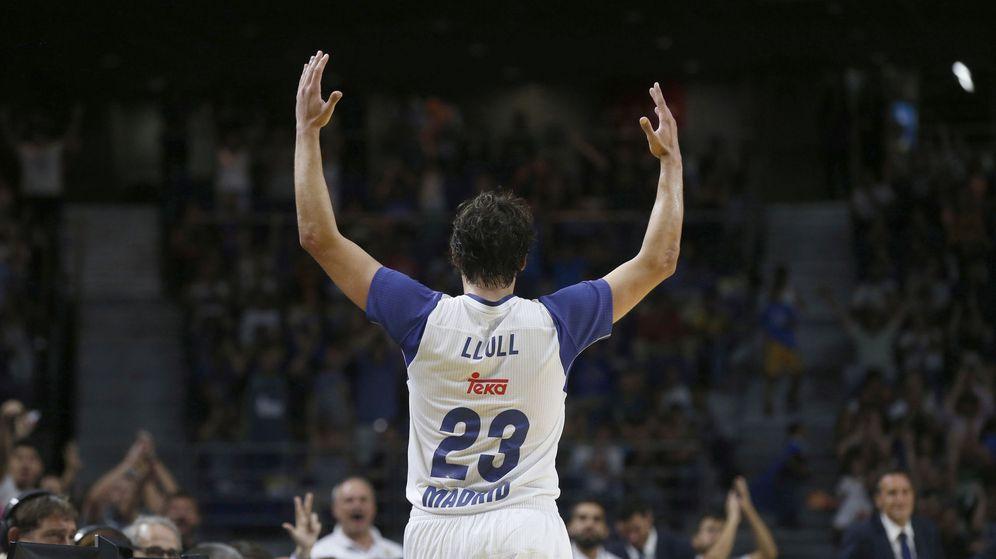 Foto: Llull realizó un partido brillante contra los Thunder (Kiko Huesca/EFE)
