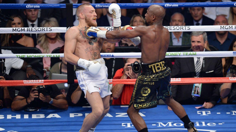 Conor McGregor fue superado de principio a fin por Floyd Mayweather. (Reuters)