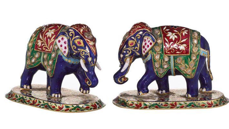Elefantes esmaltados, con un precio de salida de 2.000 libras. (Sotheby's)