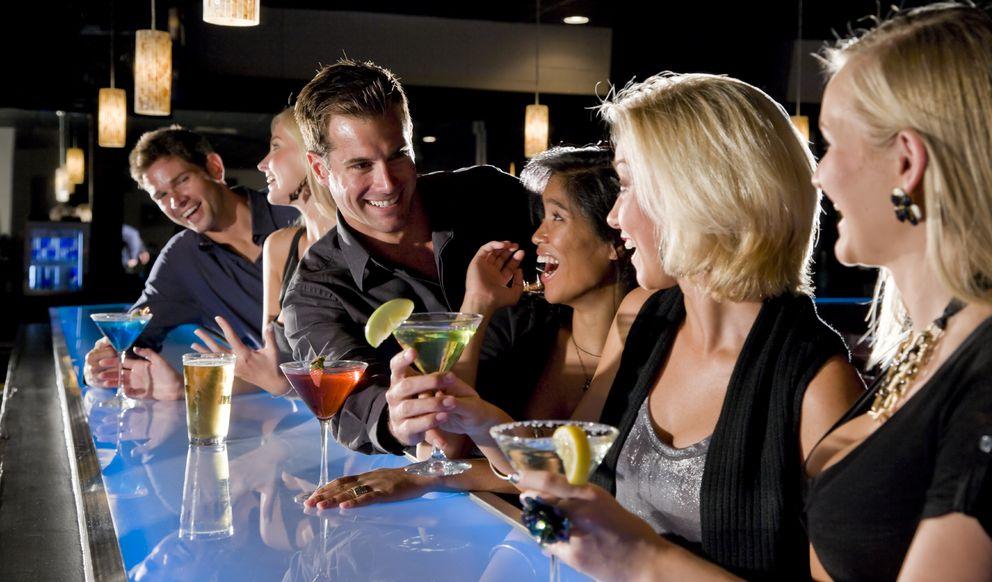 Foto: ¿Existe la ley de la oferta y la demanda en las relaciones amorosas? (iStock)