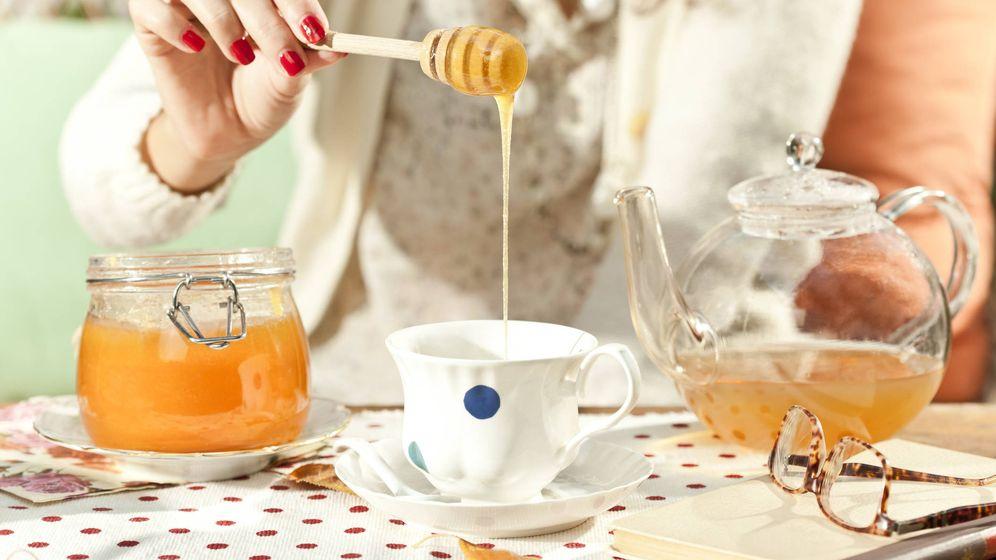 Foto: Té con miel, uno de los remedios. (iStock)