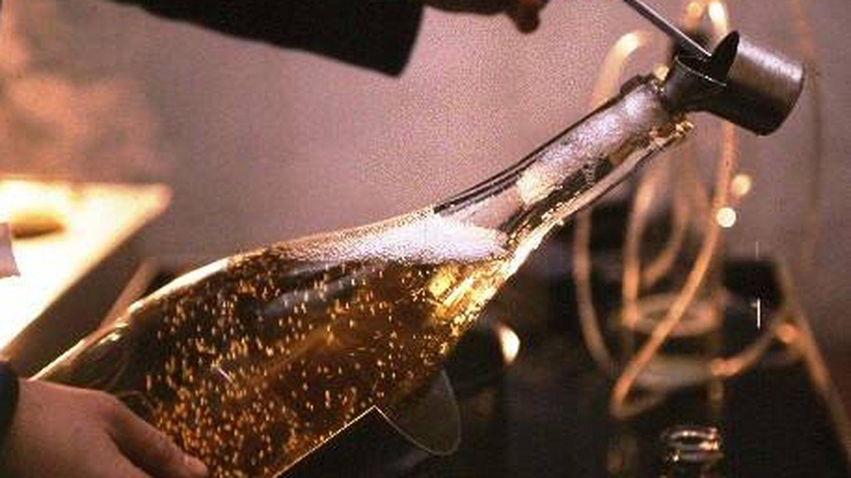 El dosaje o añadido de licor de vino y azúcar en la botella.