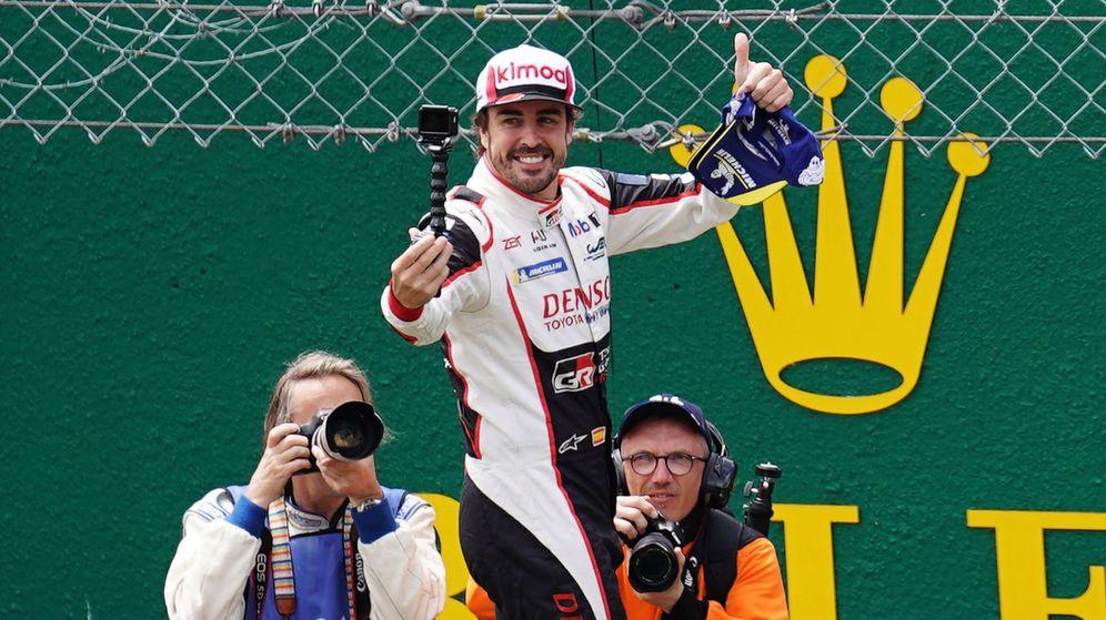 Foto: Fernando Alonso, tras su victoria en las 24 Horas de Le Mans. (Reuters)