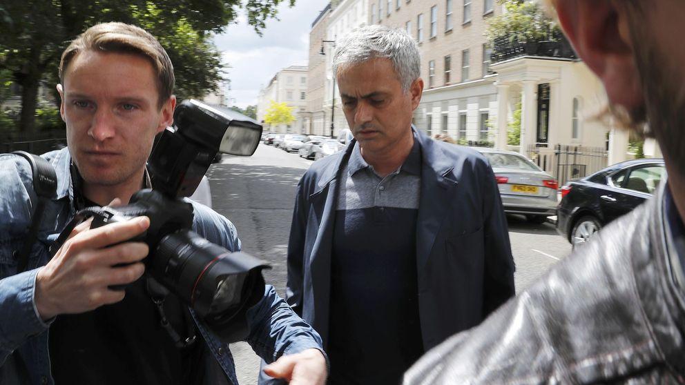 El United despide a Van Gaal mientras Mou ya hace la mudanza a Manchester