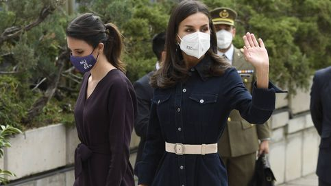 El momento 'twin' de la reina Letizia e Irene Montero en su acto en defensa de la mujer