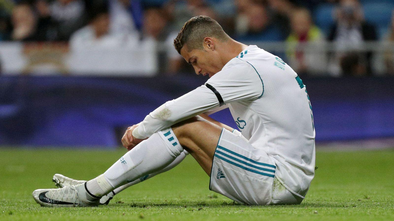 Real Madrid  Las piruetas del Real Madrid para no acabar a palos con Cristiano  Ronaldo 3bb6edc23bf95