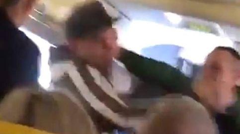 Un pasajero de Ryanair intenta arrancar la nariz a otro en pleno vuelo